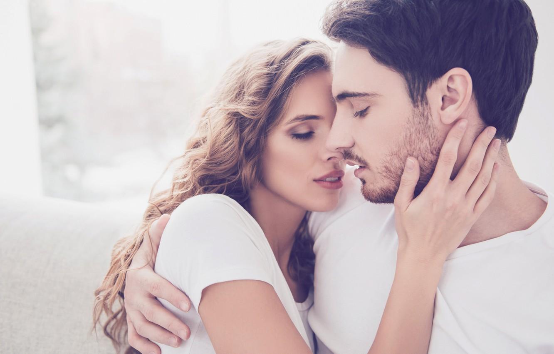 мужчина дева в постели с женщиной