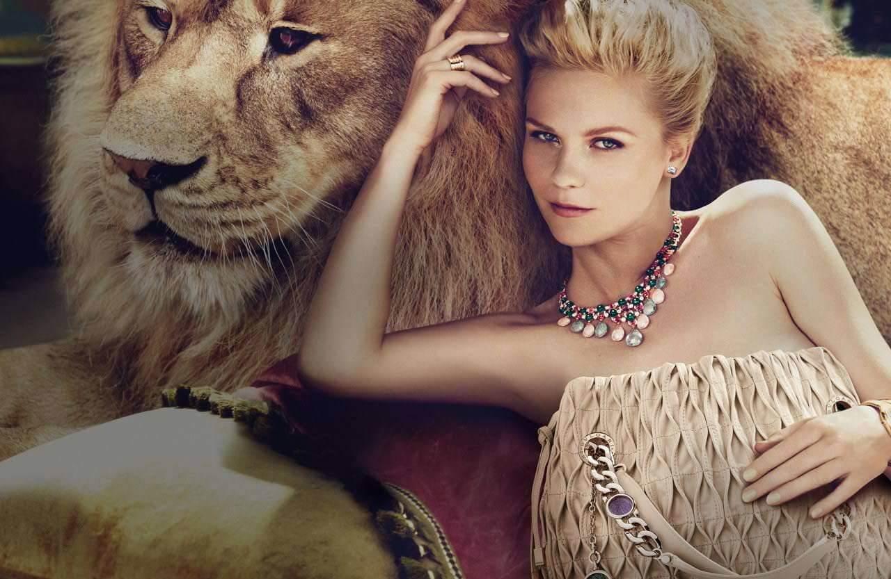 женщина лев в постели